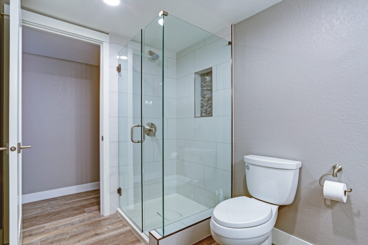 The right shower door can transform the look and style of your bathroom. Check out our guide to find the right style for your home.