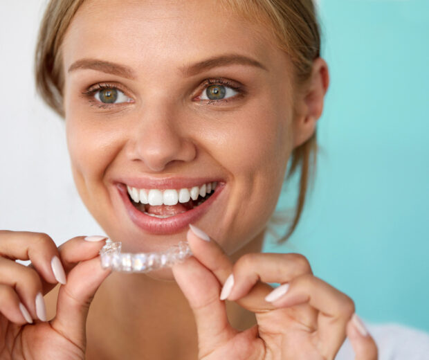 There are numerous benefits of Invisalign, but should you get it? This guide explains how to know if you are a good candidate for Invisalign.